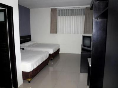 Deluxe (2 Room)